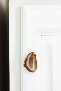 DIY Agate Cabinet Pull @themerrythought with source for agate slices and other stone specimens