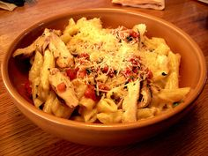 three cheese chicken penne at applebees! Chicken Penne, Chicken Alfredo, Yams, Pasta Dishes, Macaroni And Cheese, Yummy Food, Food And Drink, Vegetables, Cooking