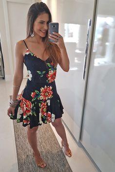 VESTIDO CURTO CHITA UNIVERSO - PRETO - BabadoTop Sara Fashion, Fashion Looks, Womens Fashion, Sexy Outfits, Cute Outfits, Tropical Dress, Casual Looks, Spring Summer Fashion, Fashion Dresses