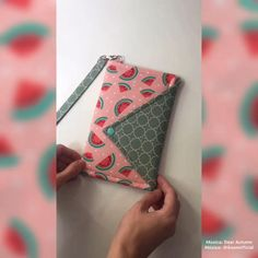 Sew Wallet, Fabric Wallet, Fabric Bags, Diy Sewing Projects, Sewing Crafts, Sewing Tutorials, Bag Patterns To Sew, Sewing Patterns, Wallet Sewing Pattern
