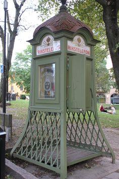 Encara que no ho sembli, és una cabina de telèfons.