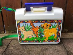 Lion King lunch box / / Simba and Nala / lion king vintage Simba Und Nala, Nala Lion King, Disney Lion King, 90s Toys, 90s Nostalgia, Jurassic Park, My Childhood, Pocahontas, Best Gifts