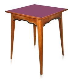 Mesa lateral alta, década de 50 em madeira maciça com tampo em laminado fórmica.    www.desmobilia.com.br