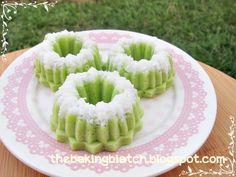 The Baking Biatch ♥: Puteri Ayu (Steamed mini pandan coconut cakes)