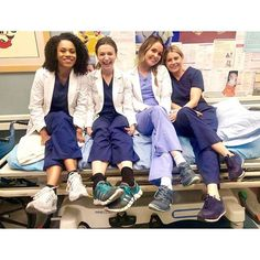 Greys Anatomy Funny, Greys Anatomy Cast, Grey Anatomy Quotes, Anatomy Humor, Miranda Bailey, Izzie Stevens, Justin Chambers, Owen Hunt, Derek Shepherd
