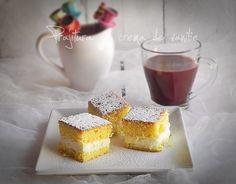 Mod de preparare Prajitura simpla cu crema de vanilie: Blat: Albusurile se bat spuma tare cu un praf de sare. Se adauga zaharul si zaharul aromat cu lamaie si se mixeaza pana se obtine o spuma densa si lucioasa. Daca nu aveti zahar aromat cu lamaie puneti zahar simplu si…