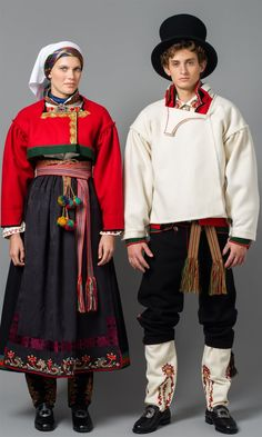 Bilde av Øst Telemark raudtrøyebunad og Øst Telemark herre fra ca 1750 Traditional Fashion, Traditional Dresses, Frozen Costume, Folk Fashion, Ice Queen, Folk Costume, Fashion History, Norway, Folklore