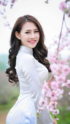travel, food and drink, lifestyle, celebs Vietnamese Traditional Dress, Vietnamese Dress, Traditional Dresses, Beautiful Asian Women, Ao Dai, Sexy Asian Girls, White Girls, Asian Woman, Asian Beauty