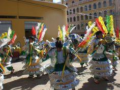 Bailando por el centro de Copacabana - Bolivia - Fiesta de la Candelaria