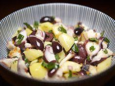 Blond Kitchen: Mustekala-peruna-oliivisalaatti