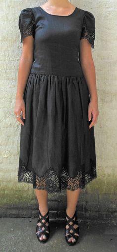Gorgeous 1980s vintage Albert Nipon for Bergdorf Goodman Black Linen and Lace Women's Dress Size Medium