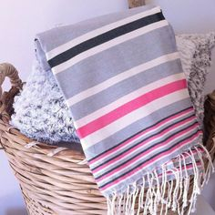 Beautiful and trendy this flat, striped fuck!Ideal for beach, sports or towel.Very light and absorbent, dries very quickly.Dimensions: 100 x 200 cm. Weaving Tools, Linen Curtains, Plate, Primary Colors, Color Patterns, Towel, Stripes, Etsy, Cotton