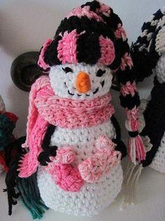 free crochet patterns snowmen   SNowMaN by wiLDaBoUtCoLoR   Crocheting Pattern