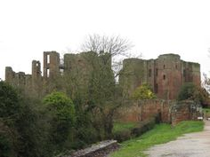 On this day (July 27th) in 1575, Queen Elizabeth I reached the end of her 19-day stay with the Earl of Leicester at Kenilworth Castle. The Earl had spent about £175,000 a day on entertaining and feeding the Queen and her retinue, on top of the £10.5m he had already spent renovating the castle for her visit.  IMAGE: Photo by BeingBess/A.Jensen