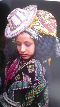 Africa | Portrait of a Yemeni girl #braids by olive