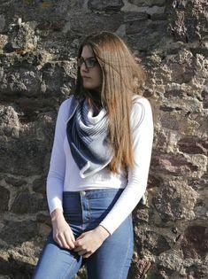 Heute im Blog die lässige Variante des Freitagsfarben-Tuches, mit Anleitung. In der Farbe Jeans sehr vielseitig, dazu leicht und fluffig aus Lamana Como.