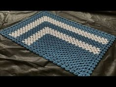 TAPETE DE CROCHÊ MAIS FÁCIL DO MUNDO - YouTube Crochet Table Mat, Crochet Mat, Crochet Doilies, Modern Area Rugs, Paper Tags, Crochet Videos, Diy Embroidery, Handmade Rugs, Throw Rugs