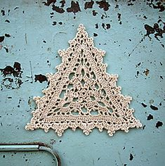 Ravelry:Lacy triangle motif in thread crochet