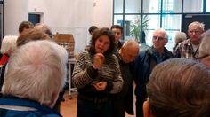 Constance geeft uitleg over Franse skeletten