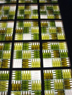 wine bottle walls Abstract patterns would look greatwine bottle walls - have NO idea on where I would do this or how to get so many bottles - but it is cool.wine bottle walls - wow, one square of 9 boxes would be huge on its own!wine bottle walls, co Wine Bottle Wall, Bottle House, Wine Wall, Wine Bottle Crafts, Bottle Art, Wine Bottle Trees, Wine Bottle Display, Bottle Candles, Photo Restaurant