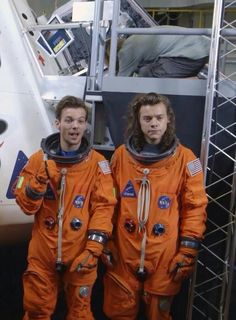 omg, I've never seen this picture before One Direction Images, One Direction Wallpaper, One Direction Humor, Harry Styles Wallpaper, I Love One Direction, One Direction Updates, Direction Quotes, Larry Stylinson, Larry Shippers