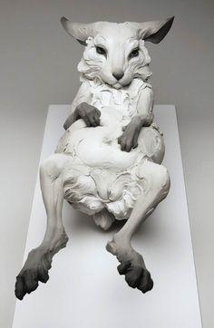 This is wrong in a very great way :)   Lesmagnifiques sculptures de l'artiste américaine Beth Cavener, qui…