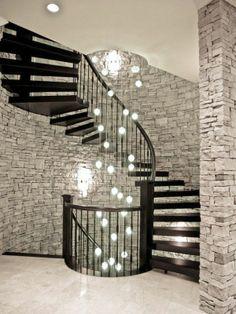 Haus mit interessantem Modell von schwarzen Spiraltreppen - Moderne Architektur für Ihr Zuhause-die neuesten Modelle von Spiraltreppen