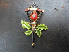 Vintage 1950s to 1960s Christmas Light Pin by KimsKreations17