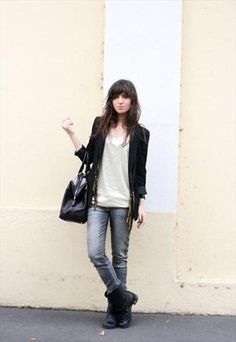 Smart casual weekend look - jeans, jacket, structured bag and biker boots