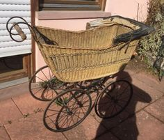 Antiker-Kinderwagen-ca-1890-Shabby-Chic-Landhaus-Fasnacht-Deko