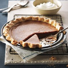 Impress your family with Traditional pumpkin pie made from scratch! Find more gr. - Recipes to Cook - Thanksgiving Best Pumpkin Pie, Pumpkin Recipes, Pie Recipes, Fall Recipes, Cooking Recipes, Holiday Recipes, Yummy Recipes, Yummy Food, Wie Macht Man