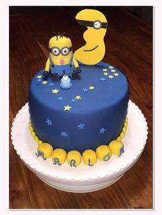 Diese niedliche Minion-Torte ist ein absoluter Hingucker. Echt klasse geworden, Julia.  Lebensmittelfarben findet ihr bei uns im Shop.  http://www.tolletorten.com/advanced_search_result.php?keywords=Lebensmittelfarben&x=0&y=0