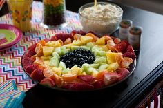 rainbow fruit + funfetti cake mix dip (with yogurt and whipped cream) Making it this weekend! Birthday Party Menu, Rainbow Birthday Party, 1st Birthday Parties, Birthday Ideas, 8th Birthday, Cake Mix Dip, Rainbow Fruit Trays, Cocktail Party Food, Funfetti Cake