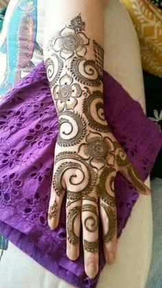 not your usual design Henna Art Designs, Mehndi Designs For Girls, Mehndi Designs For Beginners, Dulhan Mehndi Designs, Mehndi Design Pictures, Wedding Mehndi Designs, Mehndi Designs For Fingers, Unique Mehndi Designs, Beautiful Mehndi Design