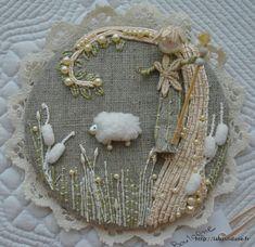 Couching stitching sample. http://labastidane.fr/journal/?p=2088#