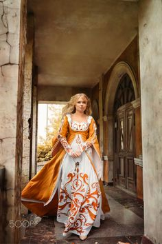 Lady in medieval costume - Beautiful lady with blond hairs in medieval dress