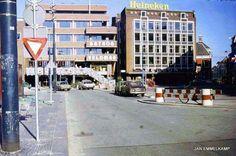 Werkzaamheden ivm invoering VCP op de Grote Markt zuidzijde tussen Gelkingestraat en Oosterstraat, augustus 1977