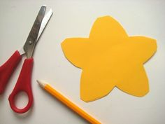 Beautiful spring craft for toddlers: daffodil suncatchers | BabyCentre Blog
