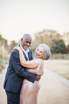 Older Couple Poses, Older Couples, Couple Posing, Couple Portraits, Couple Shoot, Cute Old Couples, Couple Pictures, Older Couple Wedding, Wedding Couples