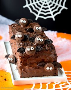 Överi-ihana suklaakakku. Halloween Kids, Halloween Treats, Halloween Party, Happy Halloween, A Food, Food And Drink, Just Eat It, Fall Treats, Yummy Cakes