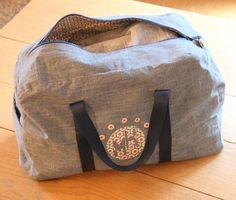 So fière de mon sport Bag! Sac Week End, Diy Sac, Couture Sewing, Fabric Bags, Kids Bags, Travel Bag, Bag Making, Purses And Bags, Pouch