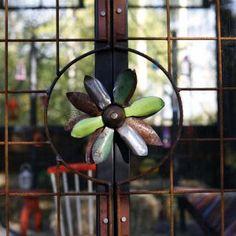 Dekorativ låsmekanism på växthuset