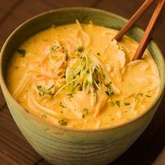 Thai Coconut Curry Soup: quick version using curry paste Coconut Curry Soup, Thai Coconut, Coconut Chicken, Coconut Milk, Coconut Cream, I Love Food, Good Food, Yummy Food, Yummy Thai