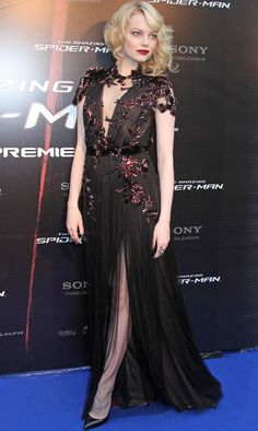 Emma Stone in Gucci - 'The Amazing Spider-Man' Paris Premiere. love her hair, makeup, and dress! Estilo Emma Stone, Emma Stone Style, Actress Emma Stone, Blonde Actresses, Young Models, Red Carpet Looks, Celebs, Celebrities, Pretty Dresses