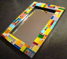 Cadre en mosaïque de verre (photo ou miroir) :: Asymétrique multicolore : Décorations murales par l-mosaique Stained Glass Mirror, Mirror Mosaic, Mosaic Art, Mosaic Glass, Mosaics, Glass Photo Frames, Picture Frames, Fused Glass Jewelry, Mosaic Projects