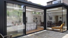 An L-shaped glass extension to the rear of a period townhouse in Hampstead, London House Extension Design, Glass Extension, Extension Designs, L Shaped Kitchen Extension, Rear Extension, Extension Ideas, Glass House Design, Glass House Garden, Modern Glass House