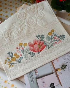 Cross Stitch Designs, Stitch Patterns, Rico Design, Cross Stitch Rose, Bargello, Tangled, Hand Embroidery, Diy And Crafts, Towel