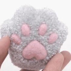 Hobbies And Crafts, Diy And Crafts, Crafts For Kids, Pom Pom Crafts, Yarn Crafts, Pom Pom Animals, How To Make A Pom Pom, How To Make Toys, Harry Potter Diy