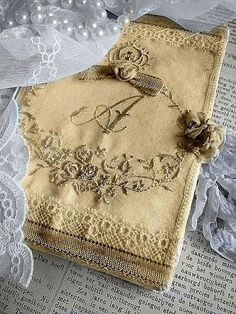 Beautiful vintage journal via Ana Rosa Antique Lace, Vintage Lace, Vintage Diary, Decoration Shabby, Art Du Fil, Fabric Journals, Fabric Books, Pearl And Lace, Linens And Lace