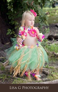 What a CUTE! CUTE! idea! Grass skirt hula dancer!